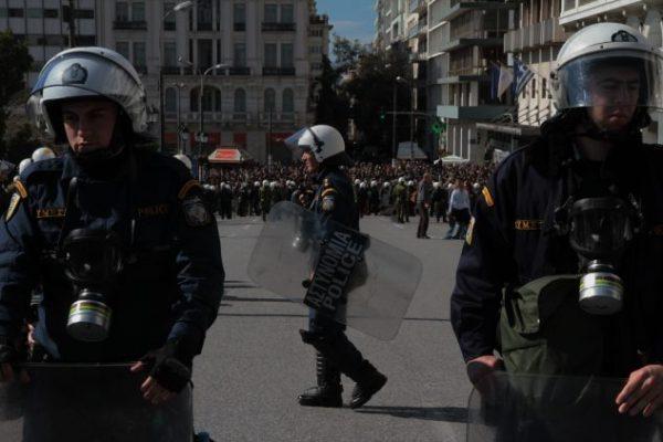 #اليونان:انفجار ضخم أمام بنك في #أثينا