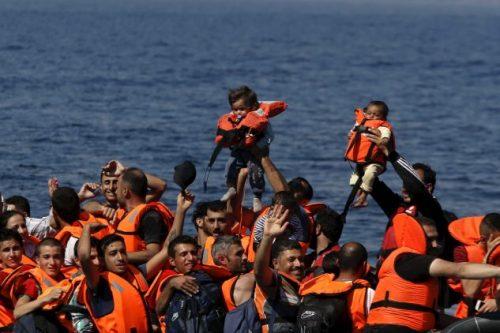 #إسبانيا تنقذ #مهاجرين يحاولون العبور إليها