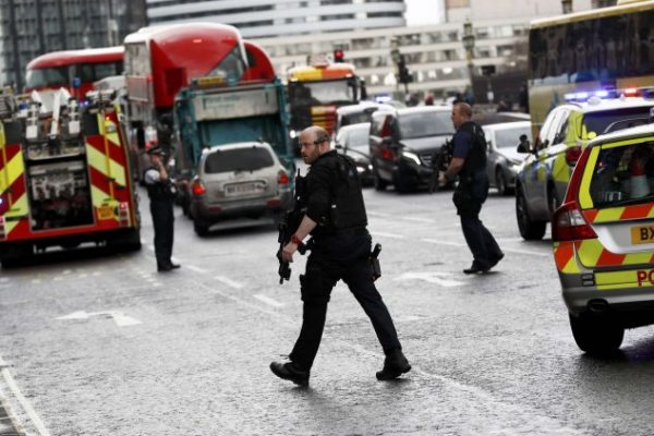 #لندن : أعتقال 6 رجال وامرأة