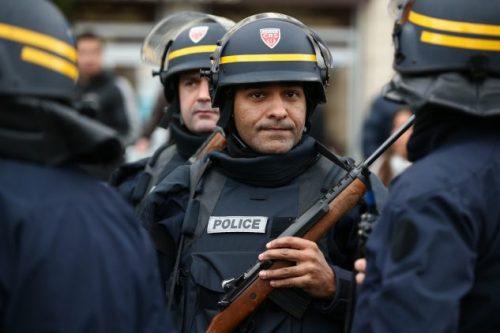#فرنسا:اعتقال  أشخاص مشتبه بتوريدهم سلاح لمرتكب هجمات باريس