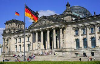 النهج السياسية التي تقترحها  الأحزاب الآلمانية للتعامل مع أزمة اللاجئين