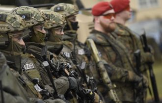 """ألمانيا: تنامى عدد حالات تسلل """" اليمينيين المتطرفين"""" إلى الجيش"""