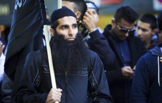 الإخوان خطوة في طريق التطرف والانضمام إلى جماعات جهادية .