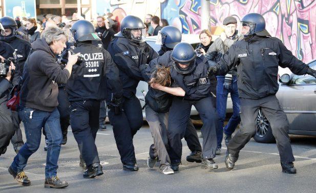 """ألمانيا.. مساعى لسحب الجنسية من المشاركين في القتال إلى جانب """"داعش"""""""